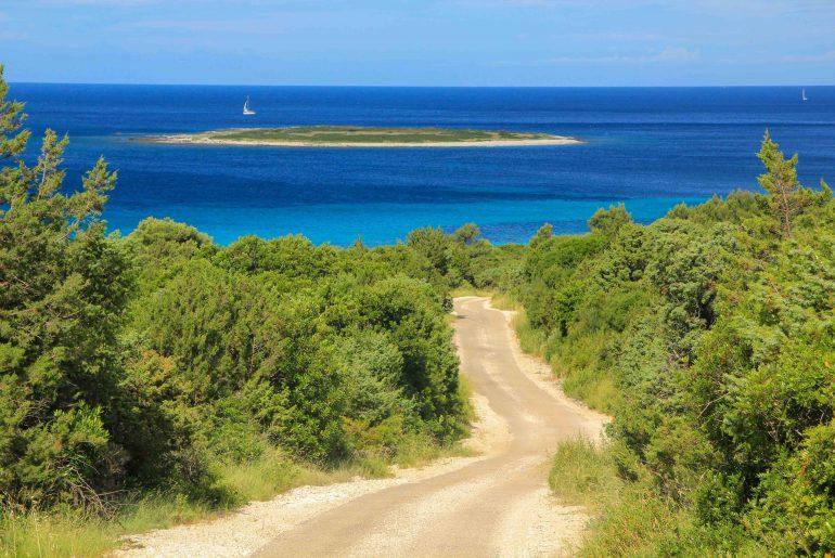 Veli Zal Beach, Dragove, Dugi Otok