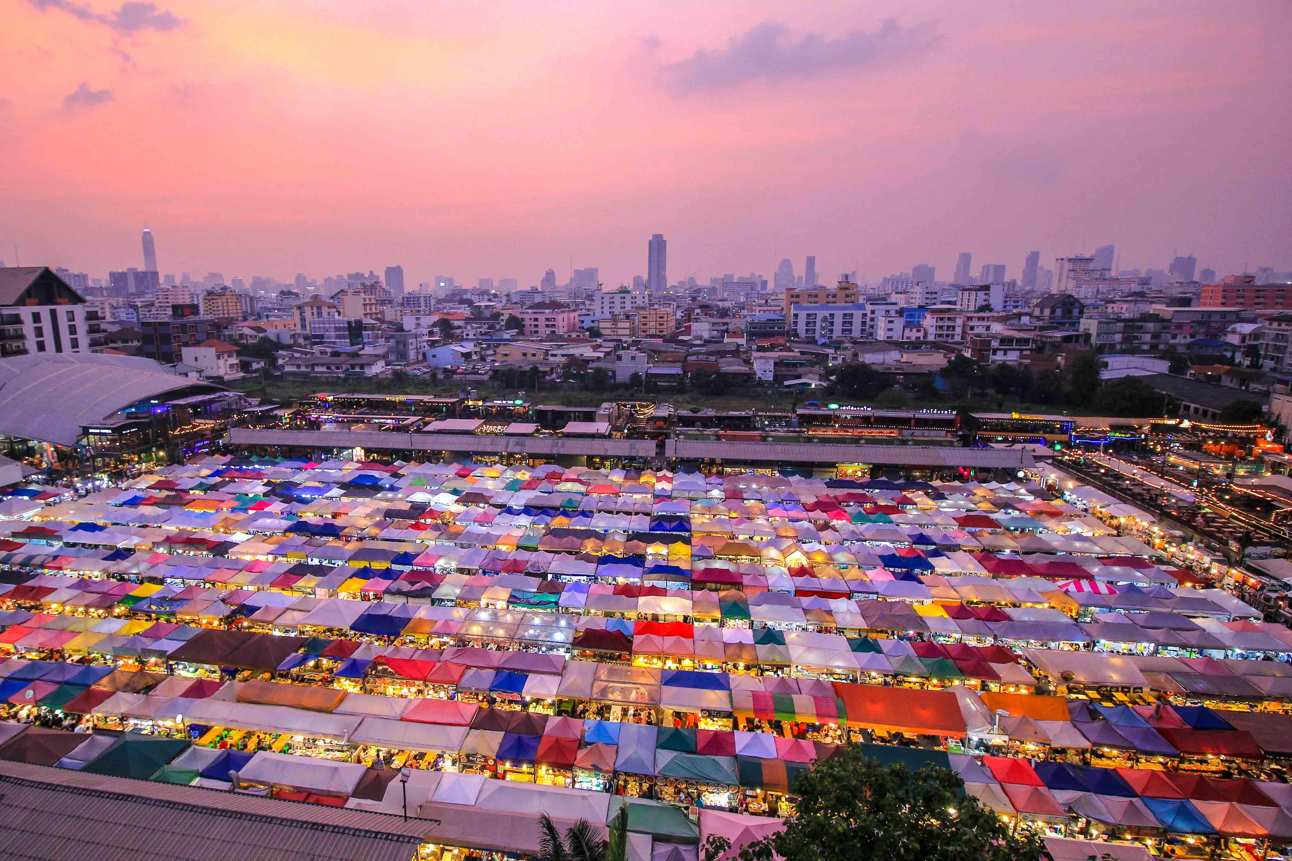 Train Night Market Ratchada: Bangkok's new Rod Fai Market ...